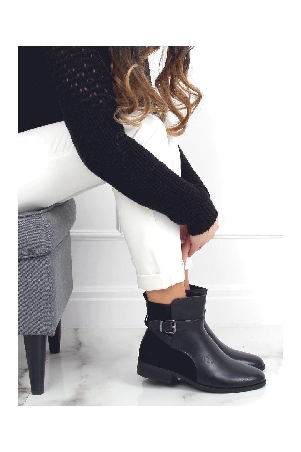 Dámske členkové topánky čierne na plochom podpätku 1058