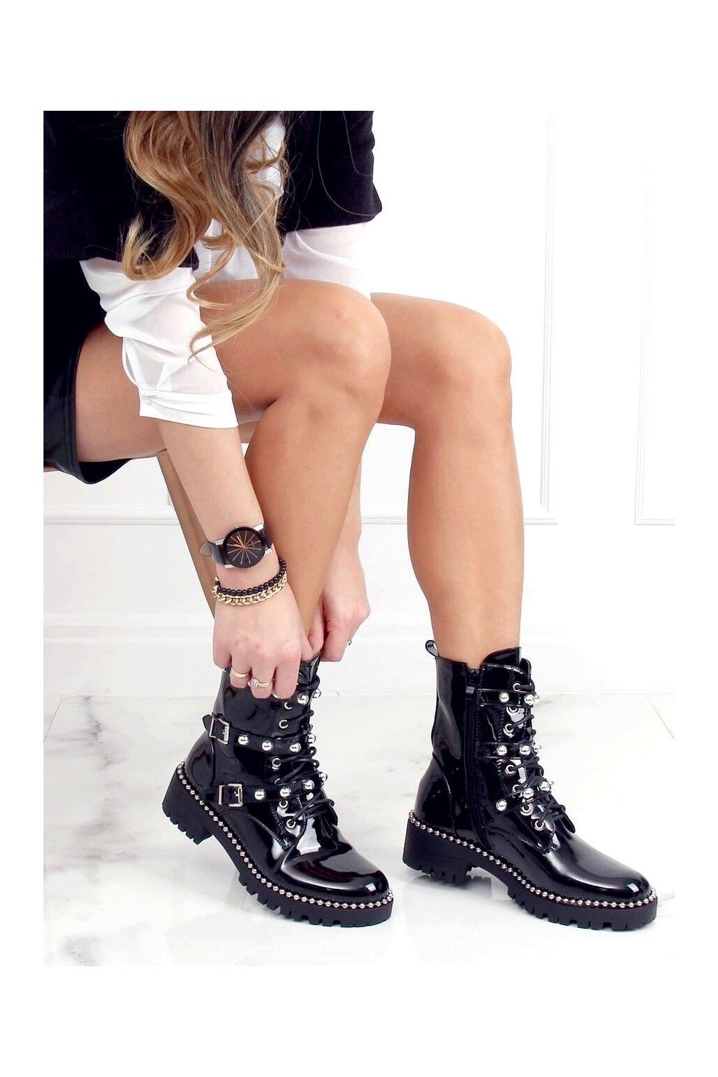 Dámske členkové topánky čierne na plochom podpätku NC1023