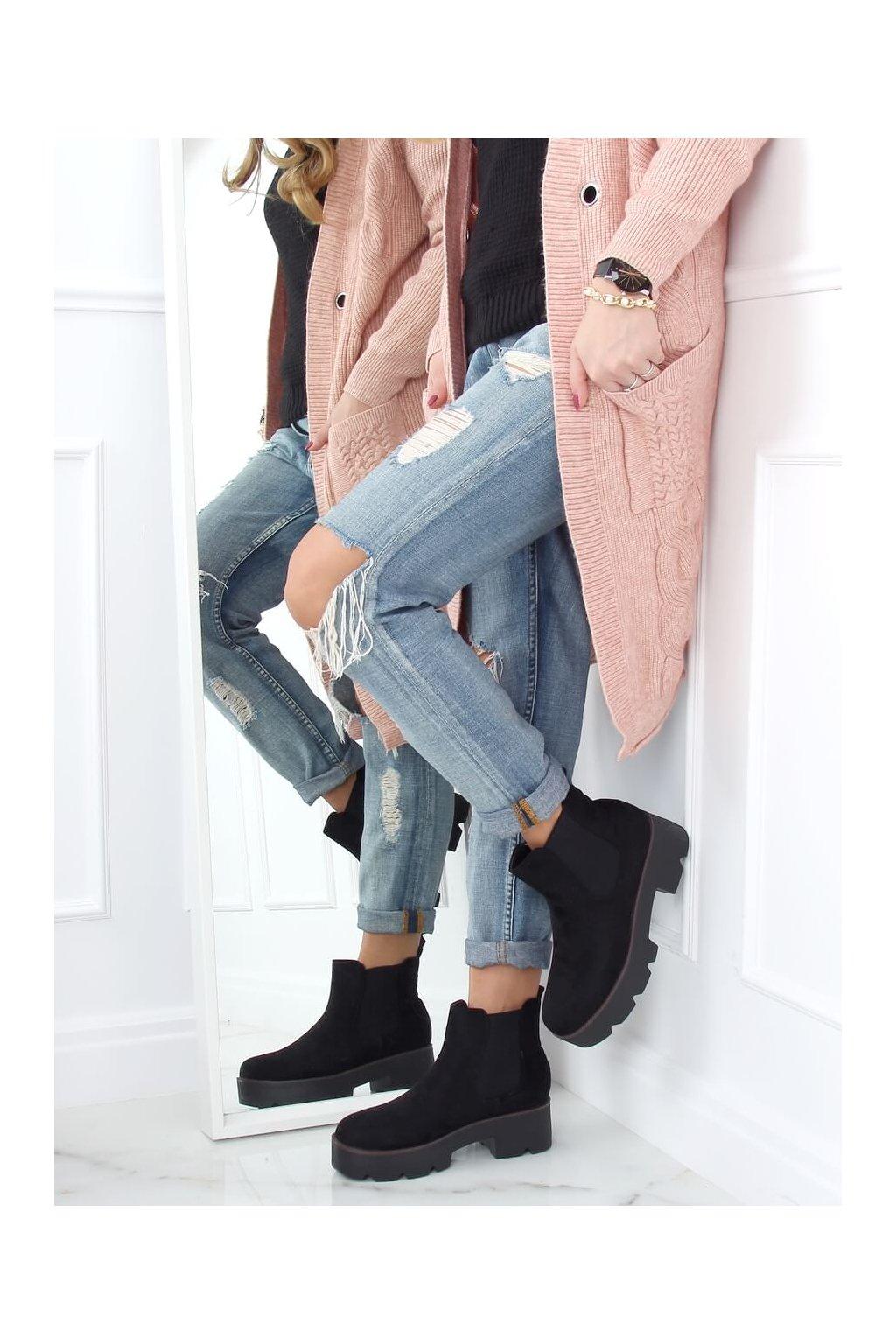 Dámske členkové topánky čierne na širokom podpätku 8B987