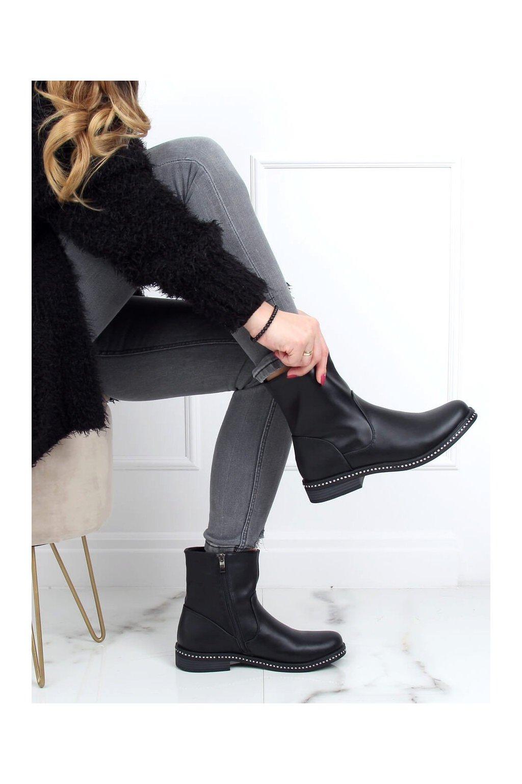 Dámske členkové topánky čierne na plochom podpätku 1268J24