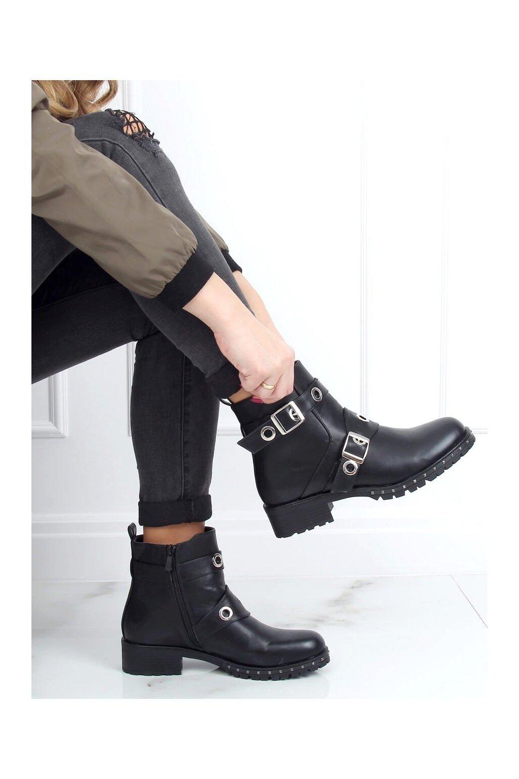 Dámske členkové topánky čierne X581