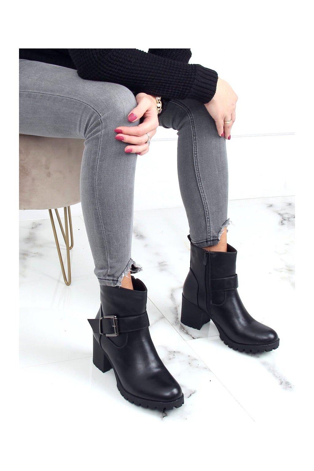 Dámske členkové topánky čierne na širokom podpätku 7956-GA