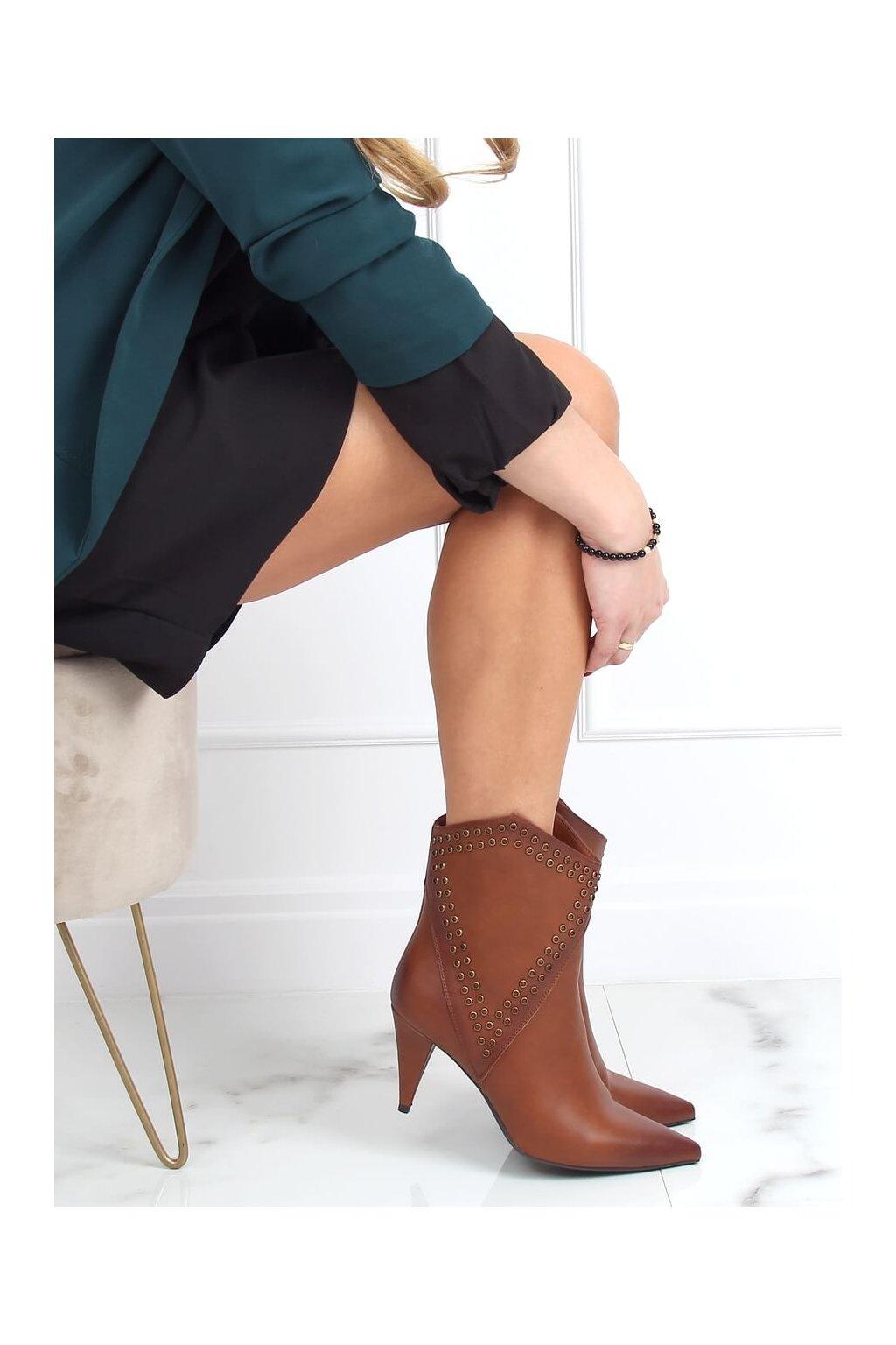 Dámske členkové topánky hnedé na ihlovom podpätku RB78P