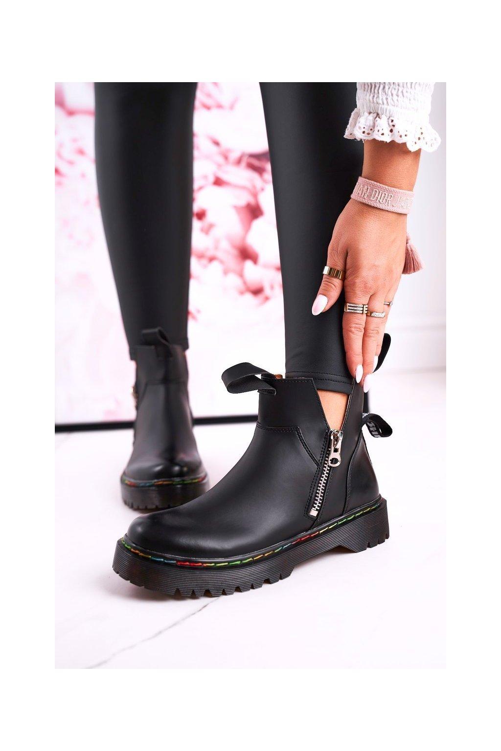 Členkové topánky na podpätku farba čierna kód obuvi A3603 BLK