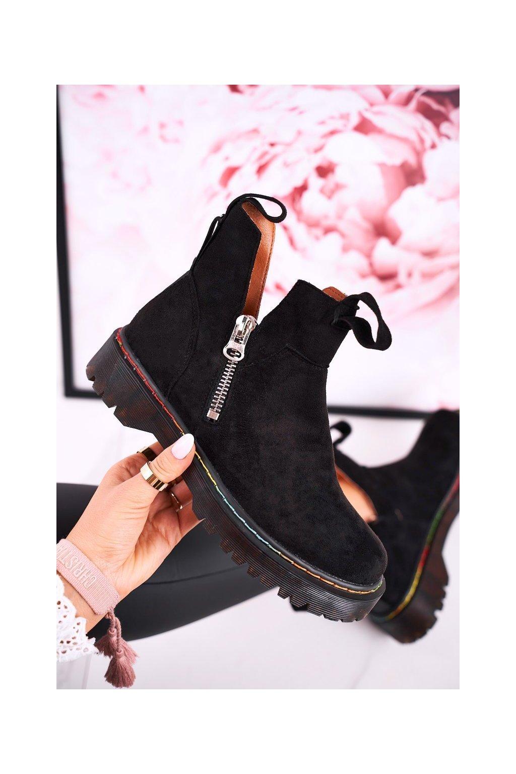 Členkové topánky na podpätku farba čierna kód obuvi A3602 SUEDE BLK