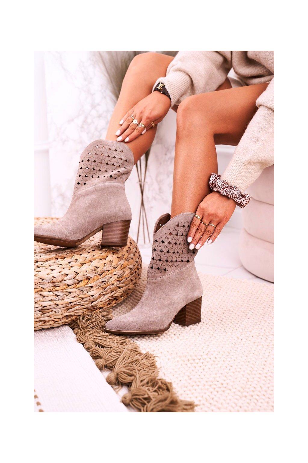 Členkové topánky na podpätku farba hnedá kód obuvi 2611/024 CAPPUCCINO