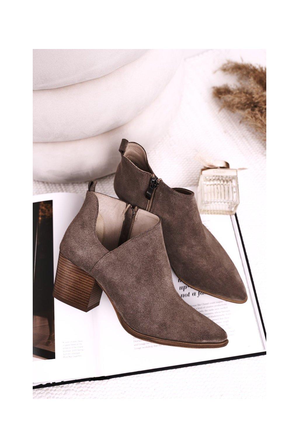 Členkové topánky na podpätku farba hnedá kód obuvi 2602/032 BROWN