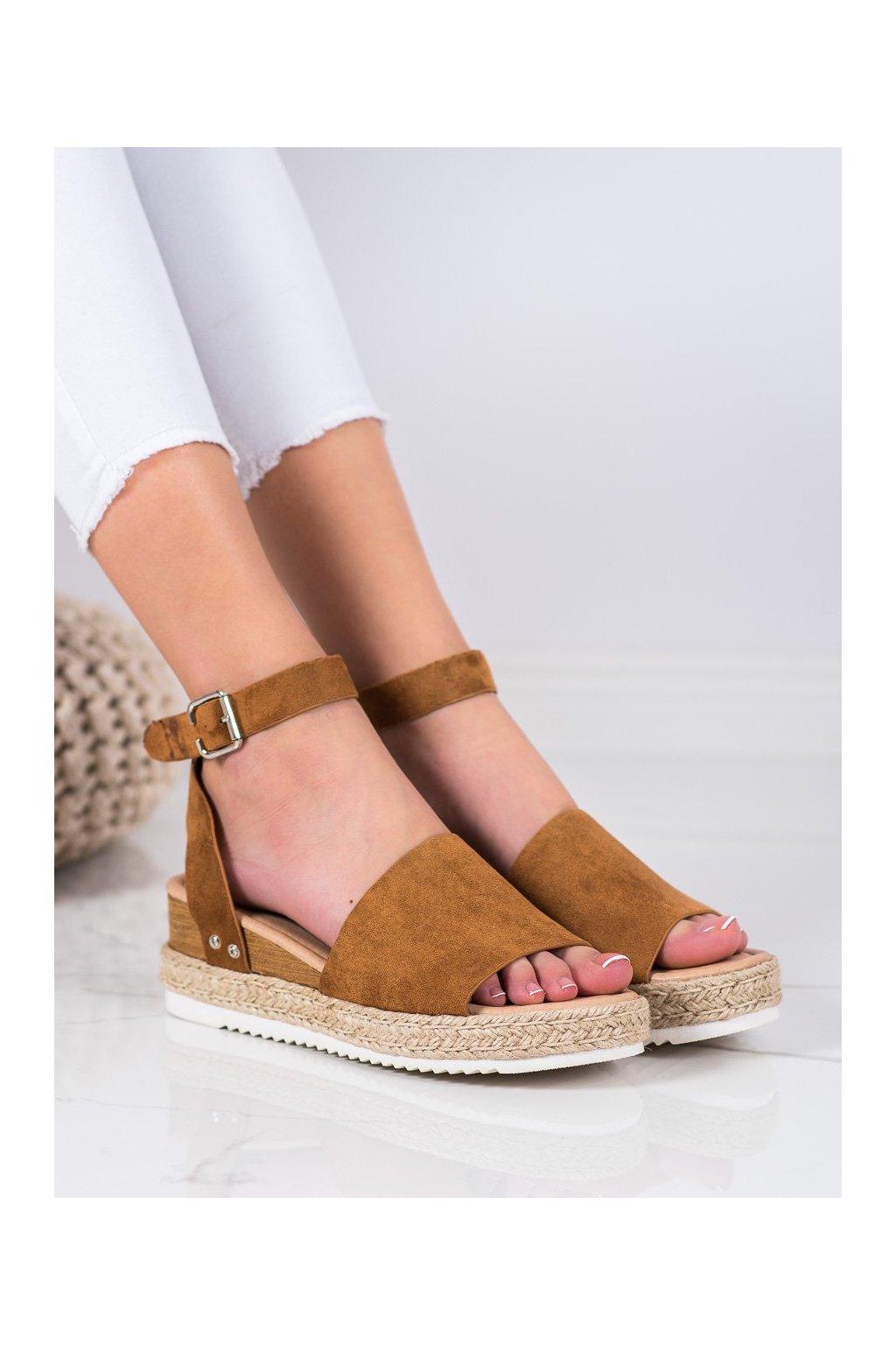 Hnedé sandále s plochou podrážkou na platforme Kylie kod K2013401CU