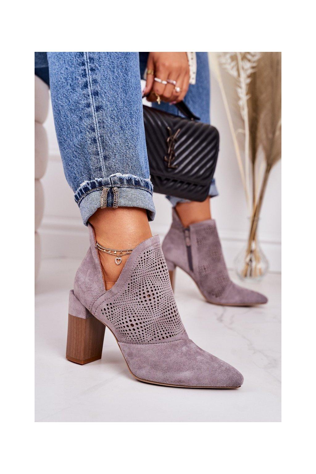 Členkové topánky na podpätku farba sivá kód obuvi A8802-26 GREY
