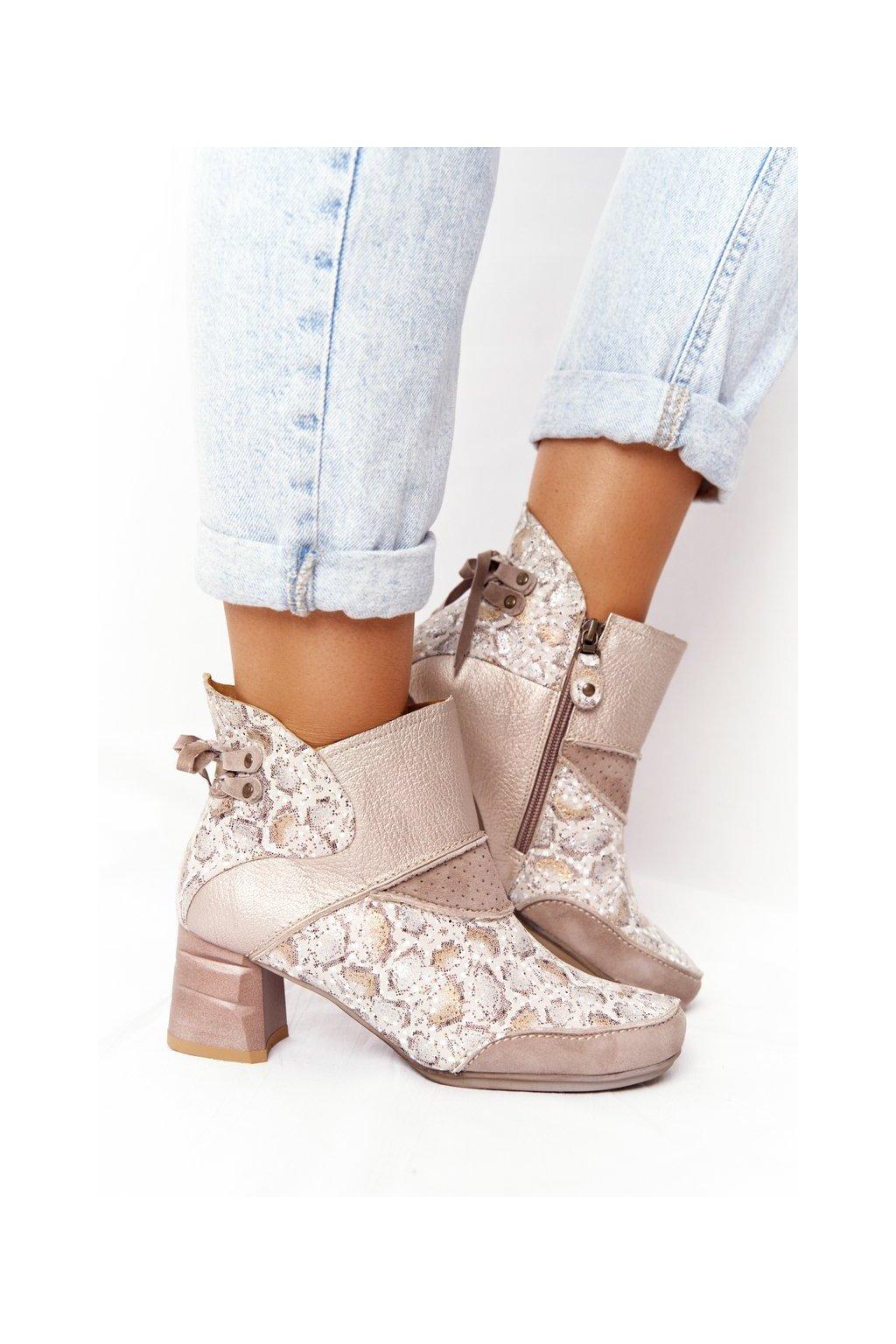 Členkové topánky na podpätku farba hnedá kód obuvi 03963-20/00-5 BEŻ ZŁOTO