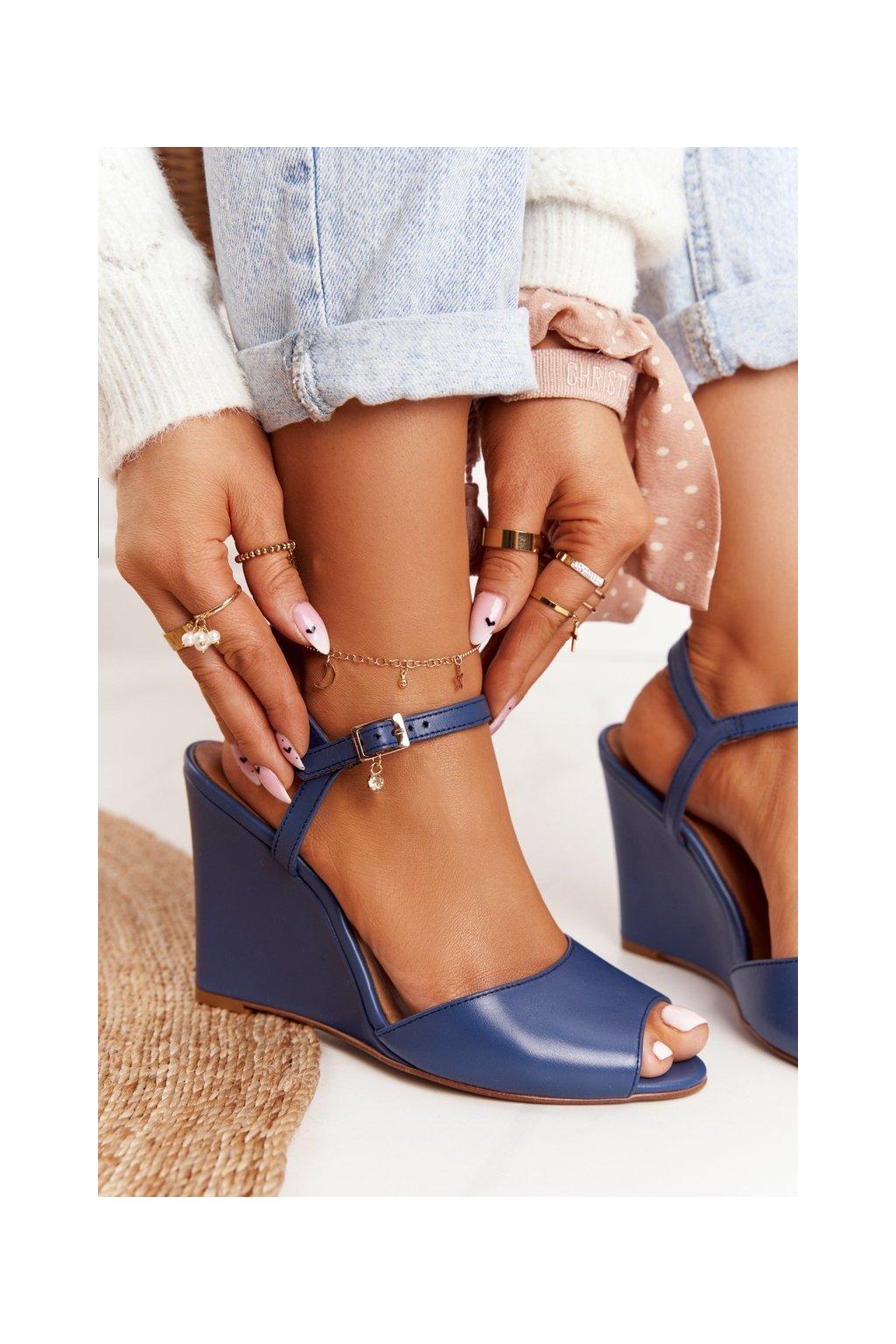 Dámske sandále na podpätku farba modrá kód obuvi 2253 114 NAVY