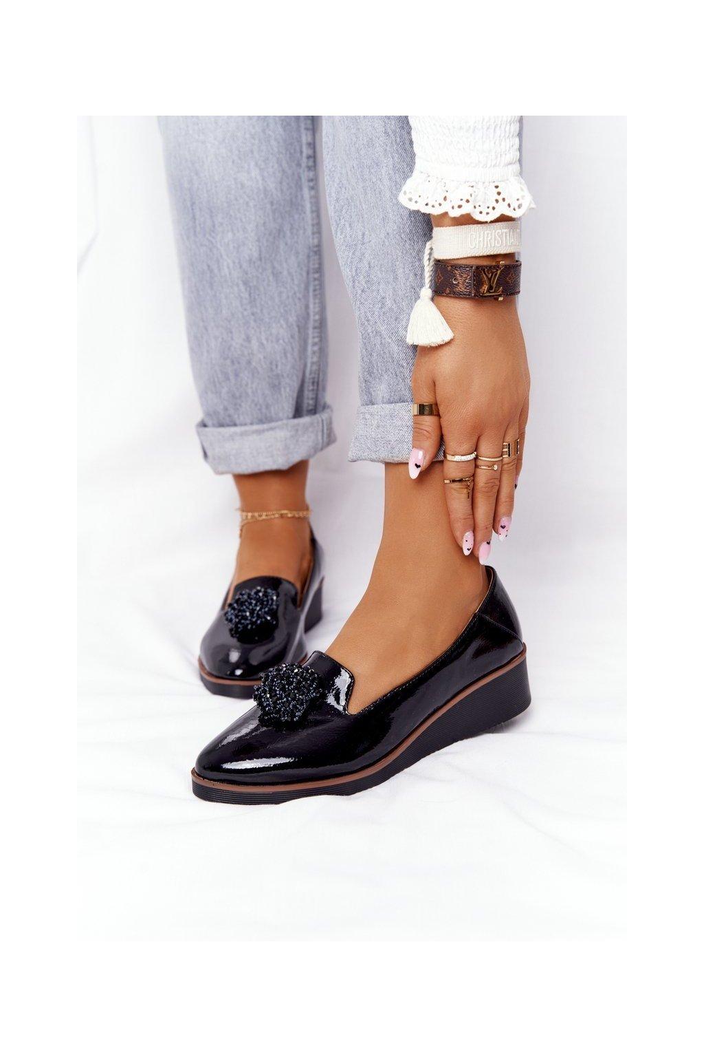 Dámske poltopánky farba čierna kód obuvi 21-10580 BLK LAK