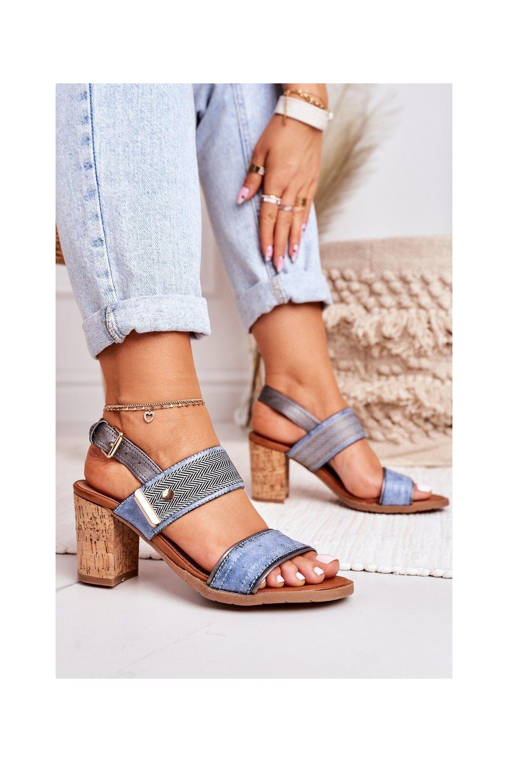 Dámske sandále na podpätku farba hnedá kód obuvi 20SD35-1826 NAVY