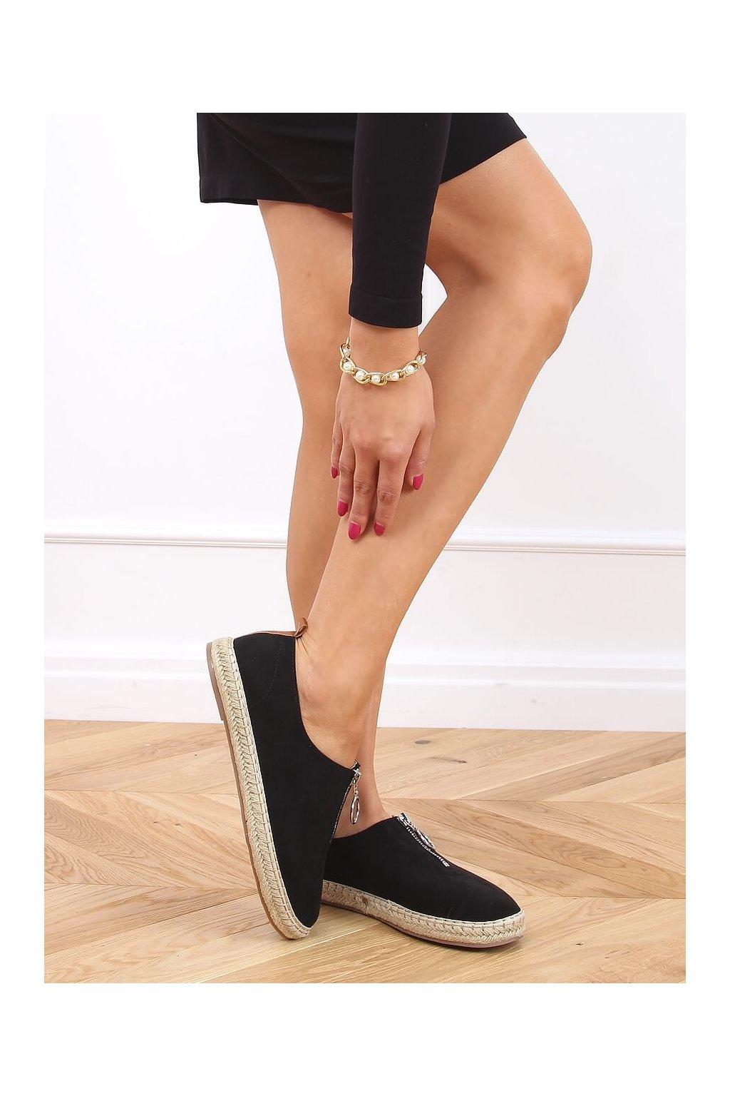 Dámske sandále čierne na plochom podpätku 77-187