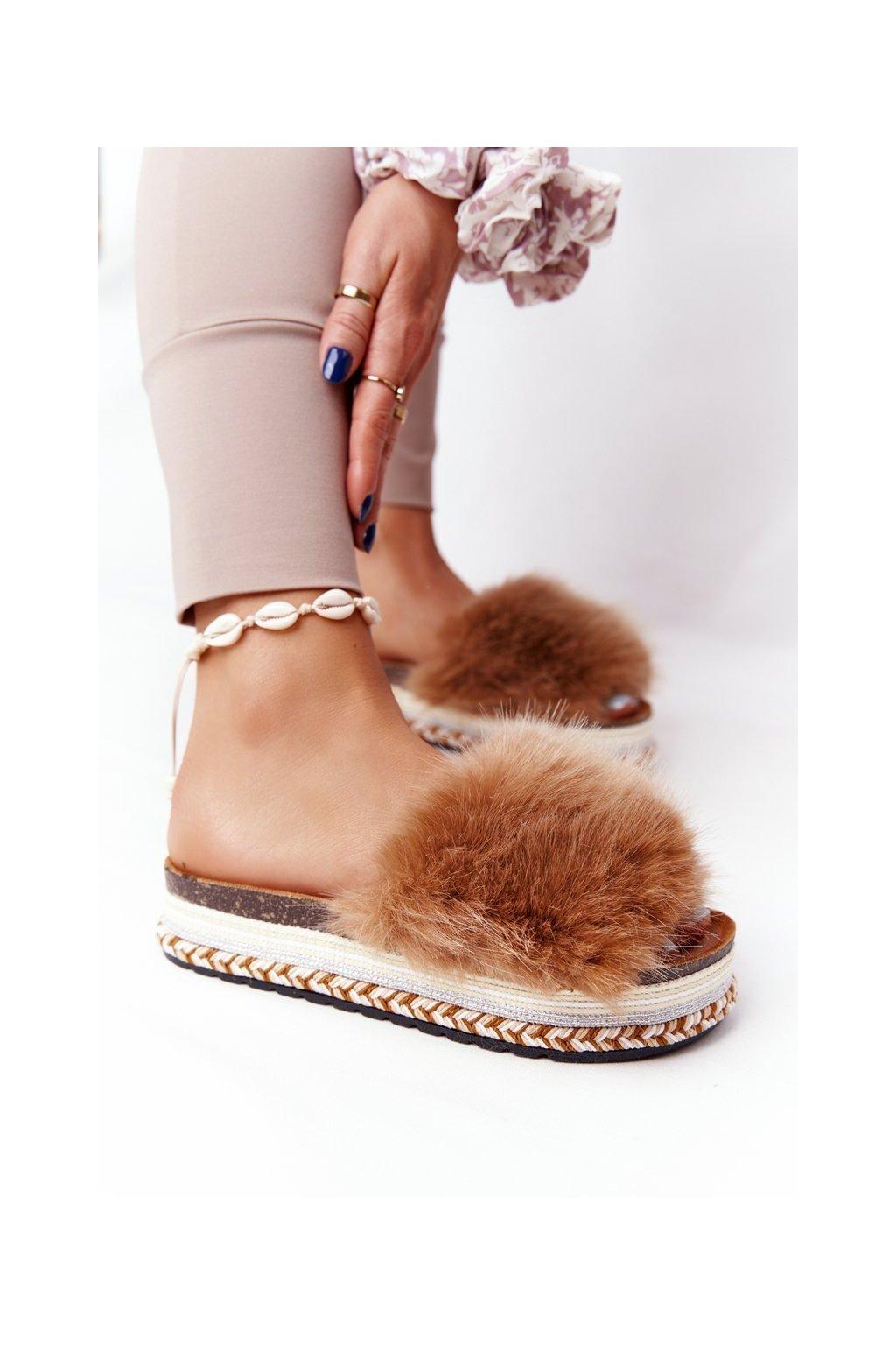 Dámske šľapky farba hnedá kód obuvi CK170 CAMEL