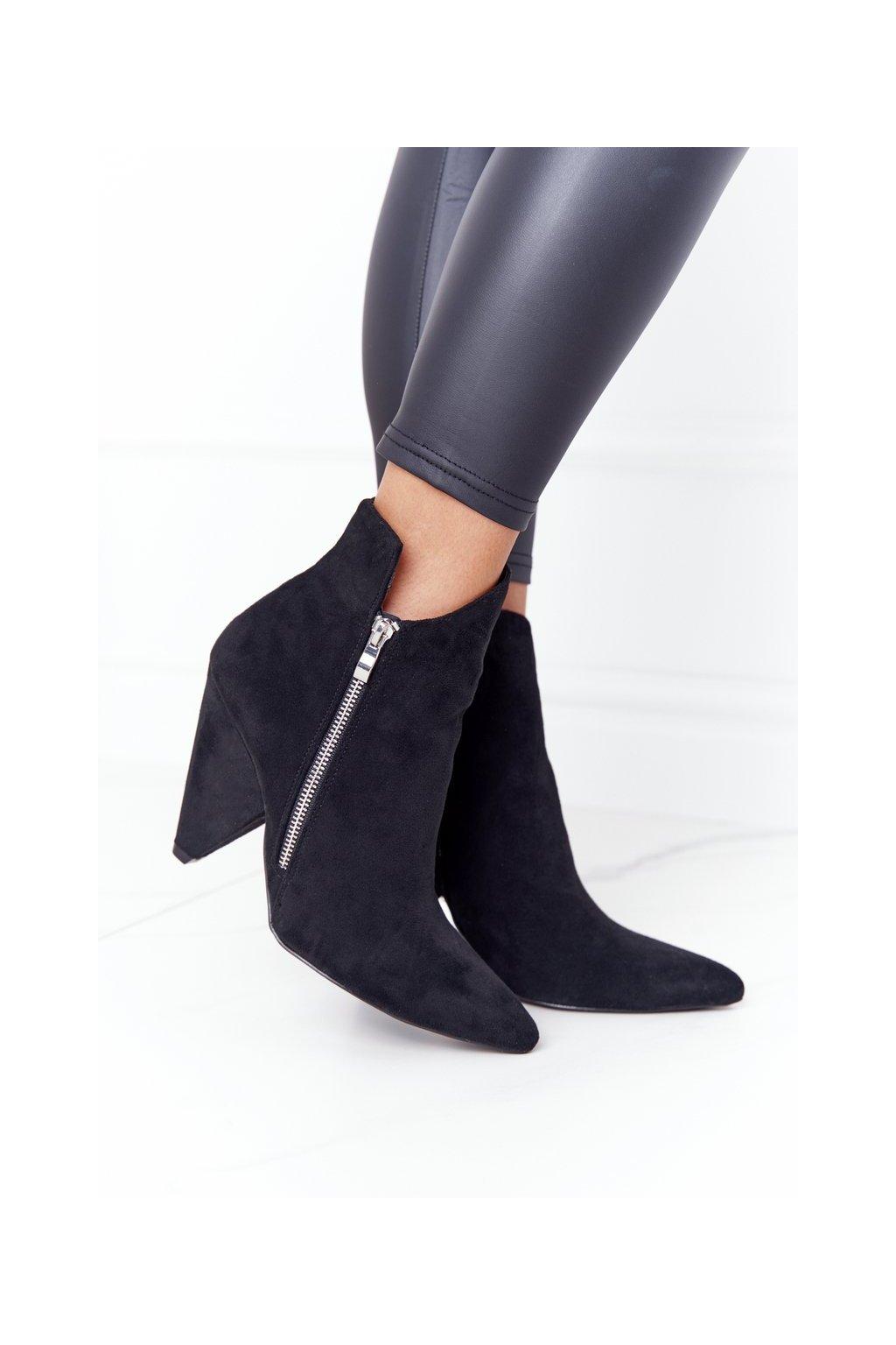 Členkové topánky na podpätku farba čierna kód obuvi XW37353 BLACK