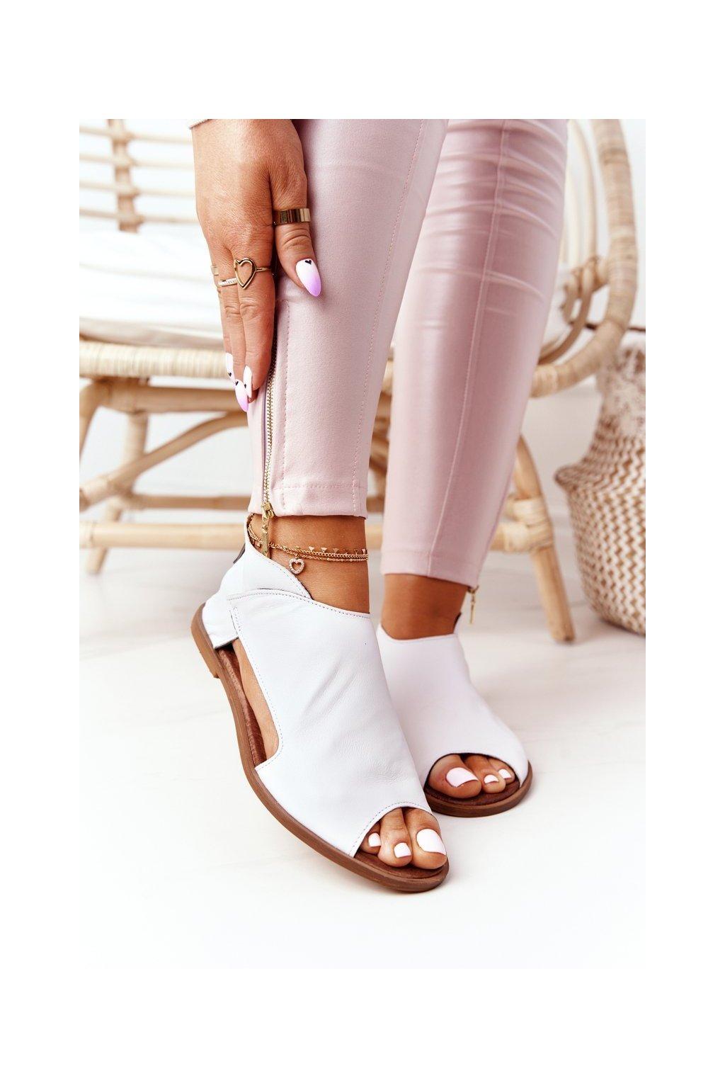 Dámske sandále s plochou podrážkou farba biela kód obuvi 2622/003 WHITE