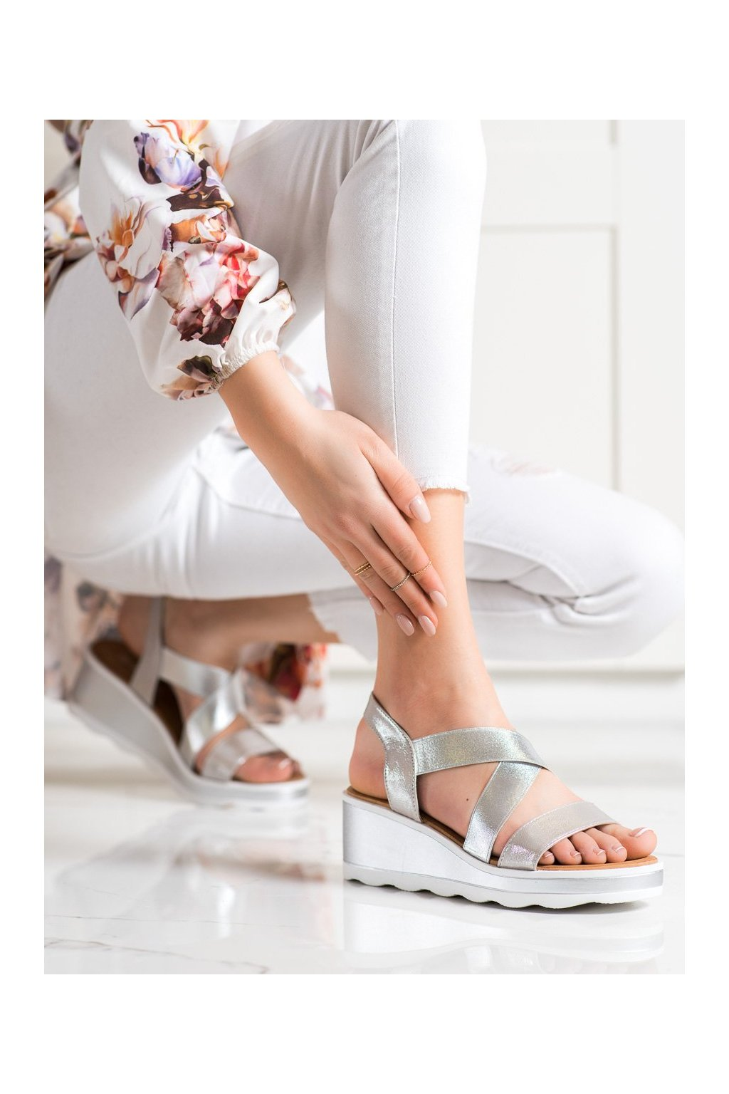 Sivé sandále na platforme Weide kod Y607S