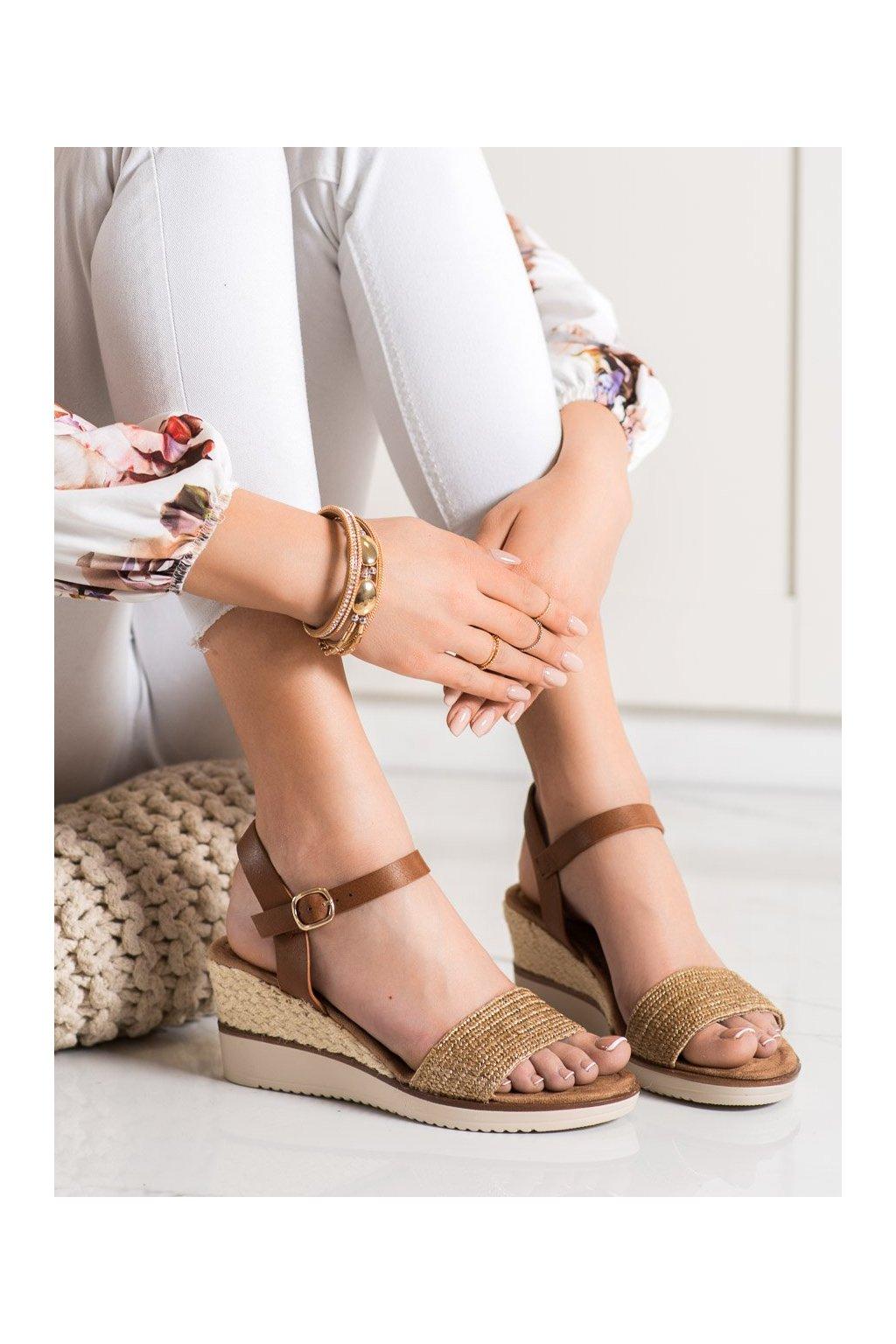 Hnedé sandále na platforme Evento kod 21SD98-3590BE
