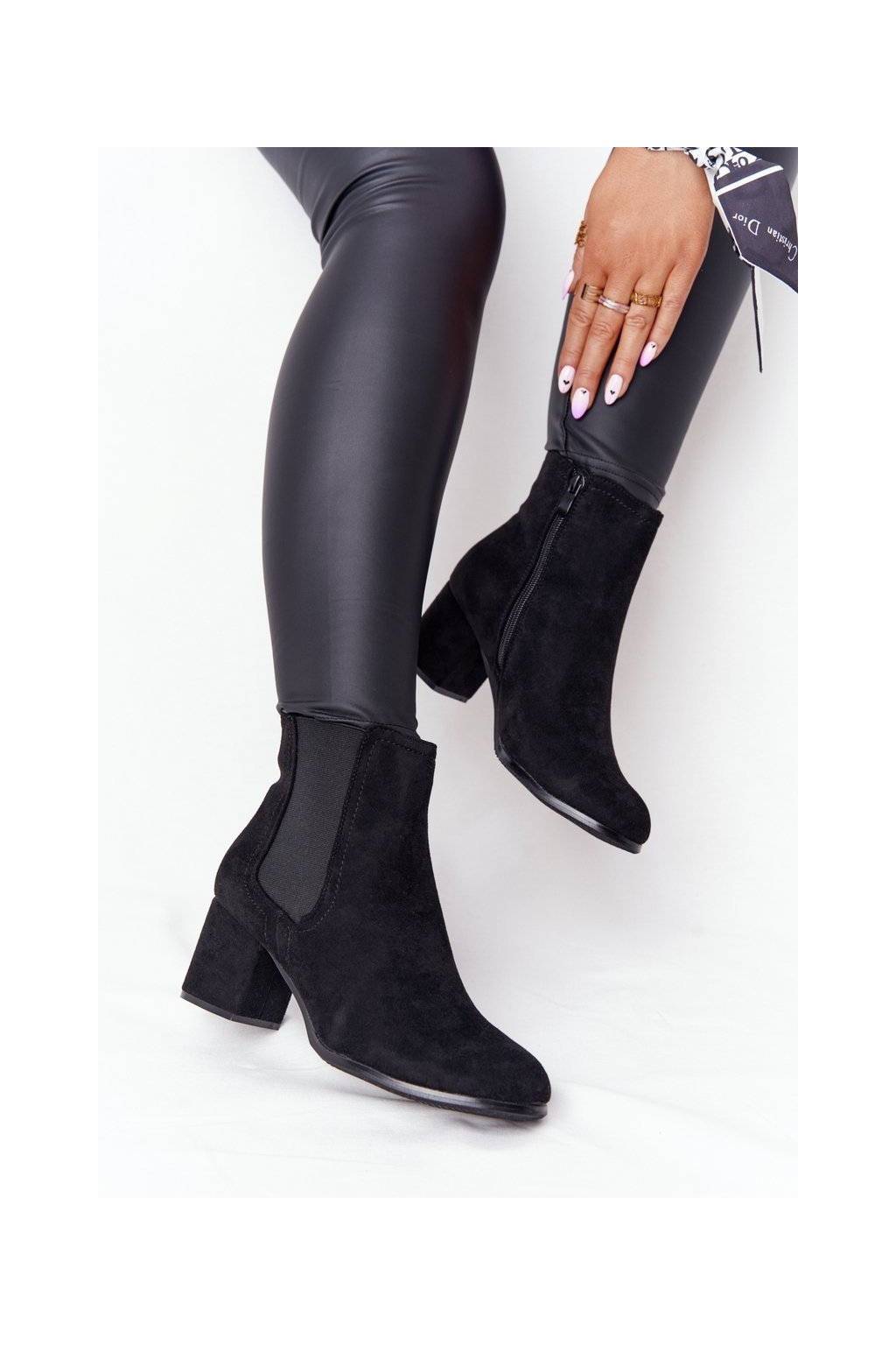 Členkové topánky na podpätku farba čierna kód obuvi A8289/A BLACK