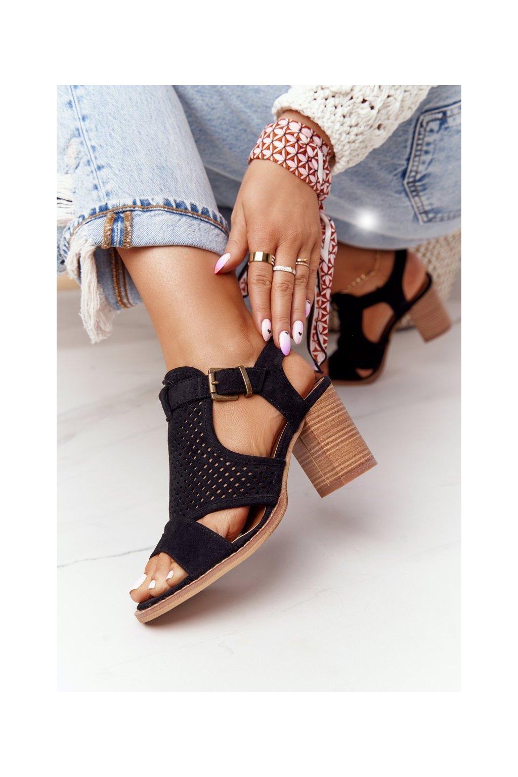 Dámske sandále na podpätku farba čierna kód obuvi 21SD35-3581 BLK