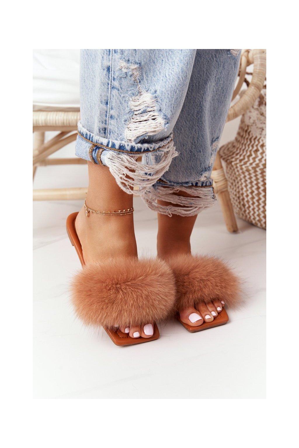 Dámske šľapky farba hnedá kód obuvi 2137 CAMEL