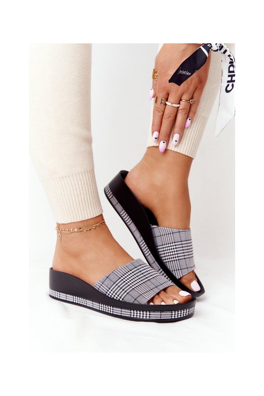 Dámske šľapky farba čierna kód obuvi 21-17113 SZARY KRATA