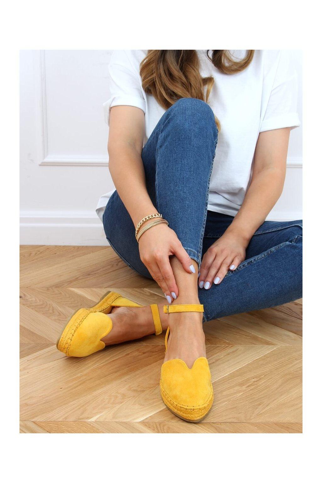 Dámske sandále s plochou podrážkou na platforme žlté 1219