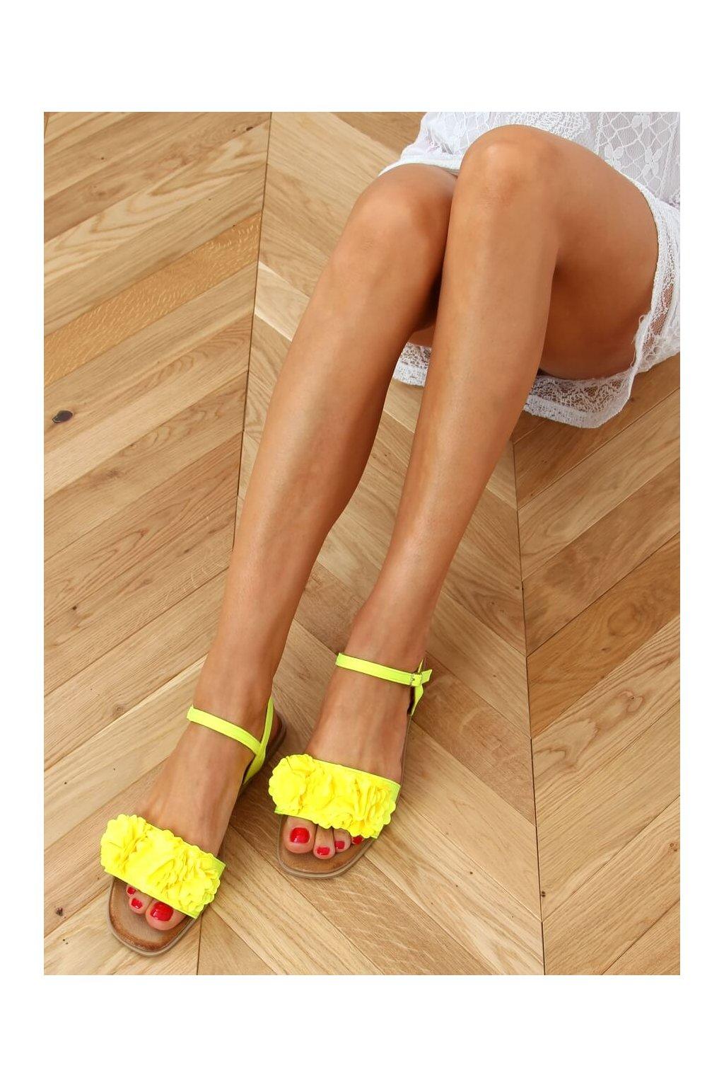 Dámske sandále s plochou podrážkou žlté na plochom podpätku PA-370