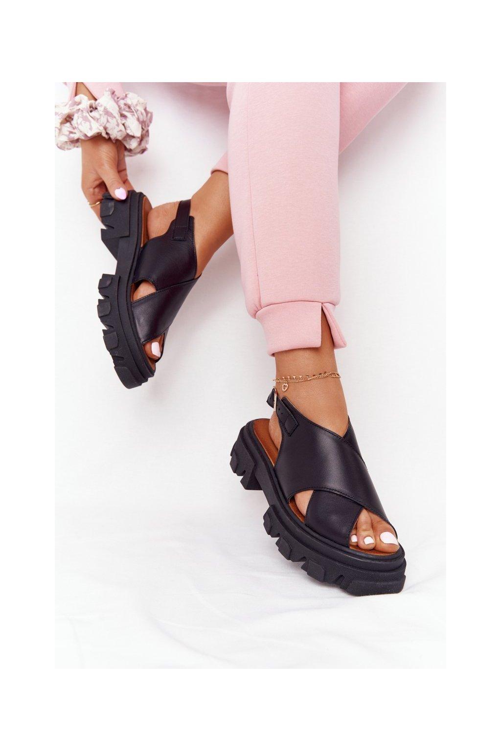 Dámske sandále na platforme farba čierna kód obuvi 3018-0 CZARNY MAT LICO