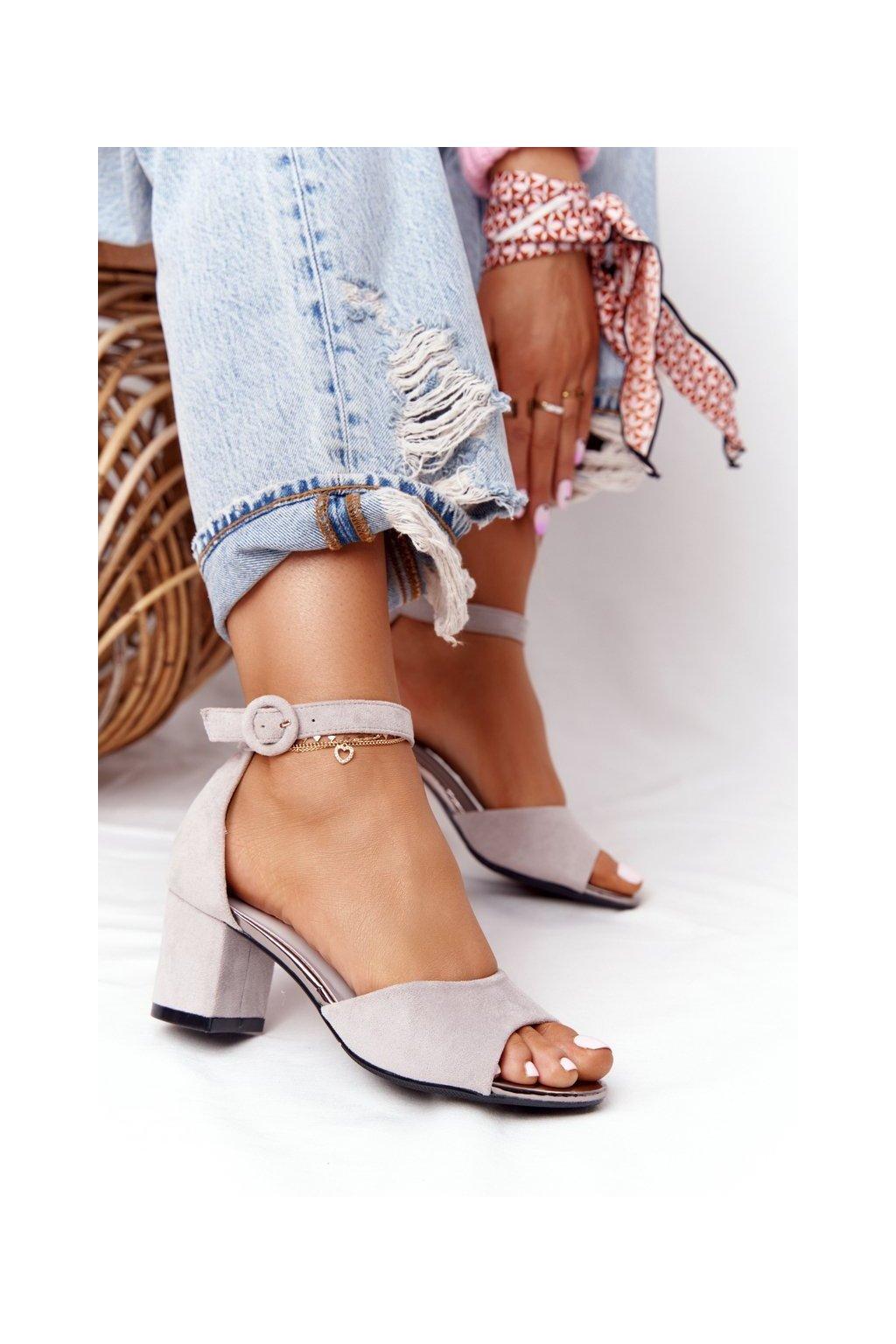 Dámske sandále na podpätku farba sivá kód obuvi 21-20100 GREY