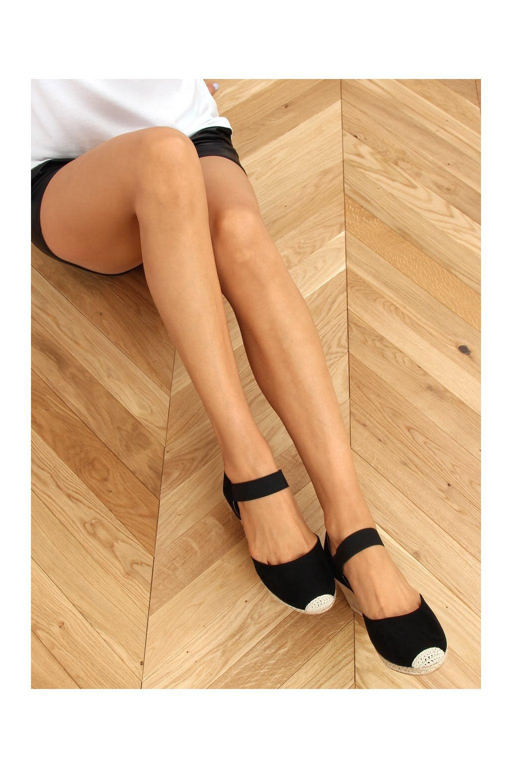 Dámske sandále čierne na platforme 9R50