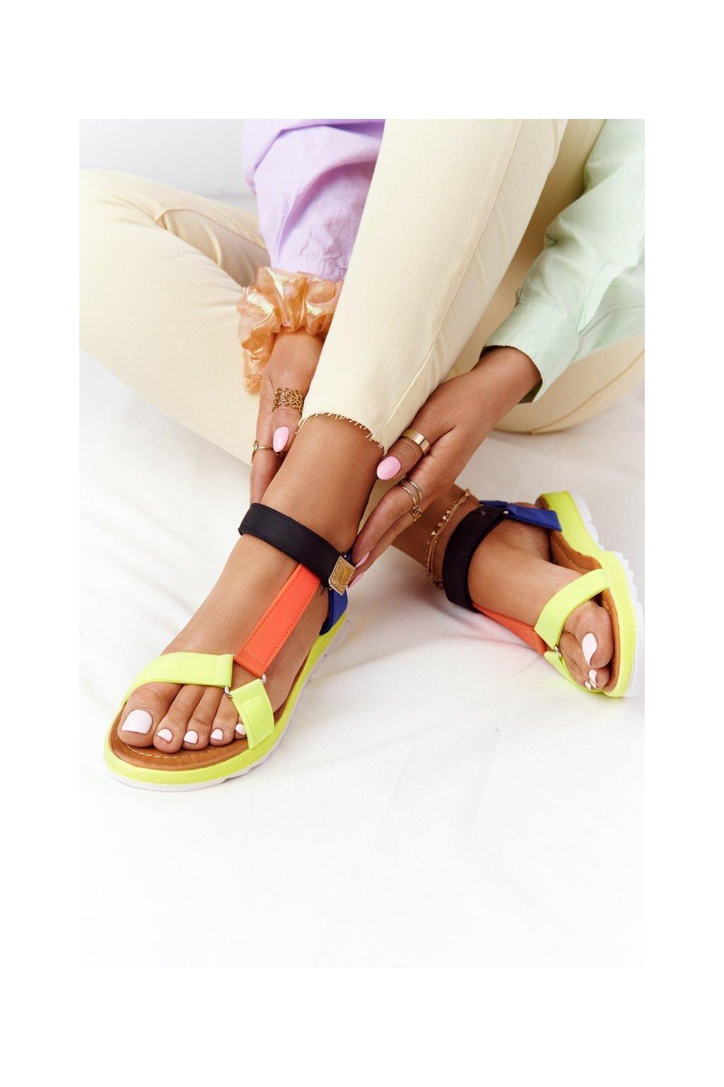 Dámske sandále s plochou podrážkou farba žltá kód obuvi WS9027-58 COLOUR