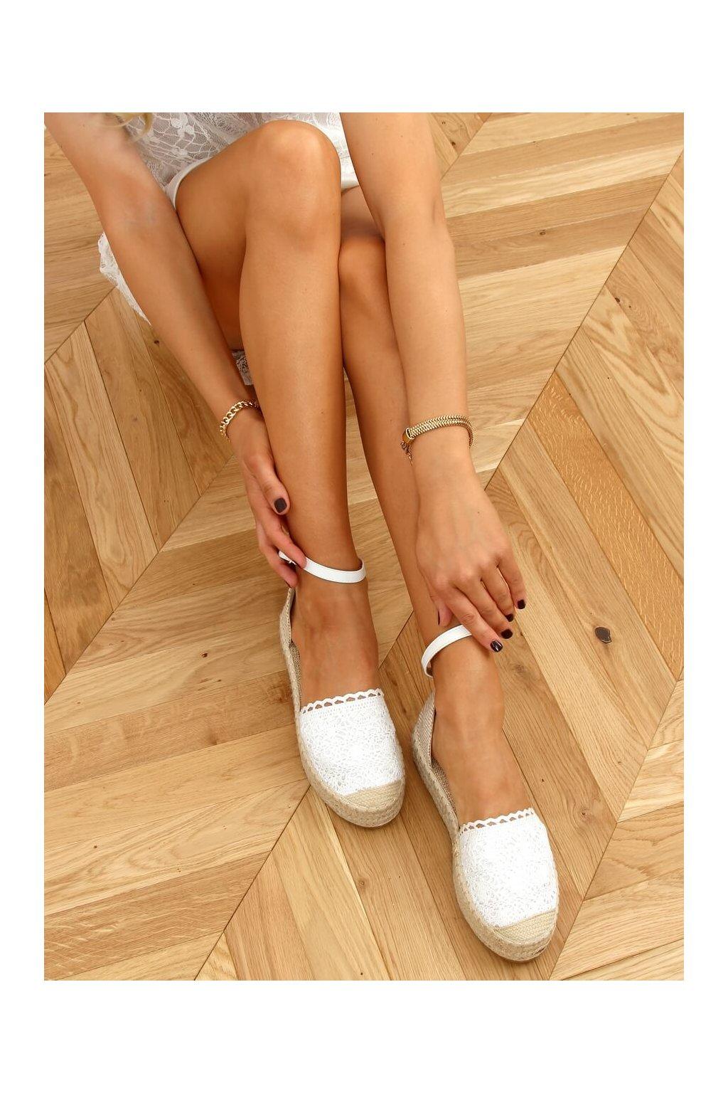 Dámske sandále biele na plochom podpätku 888-85