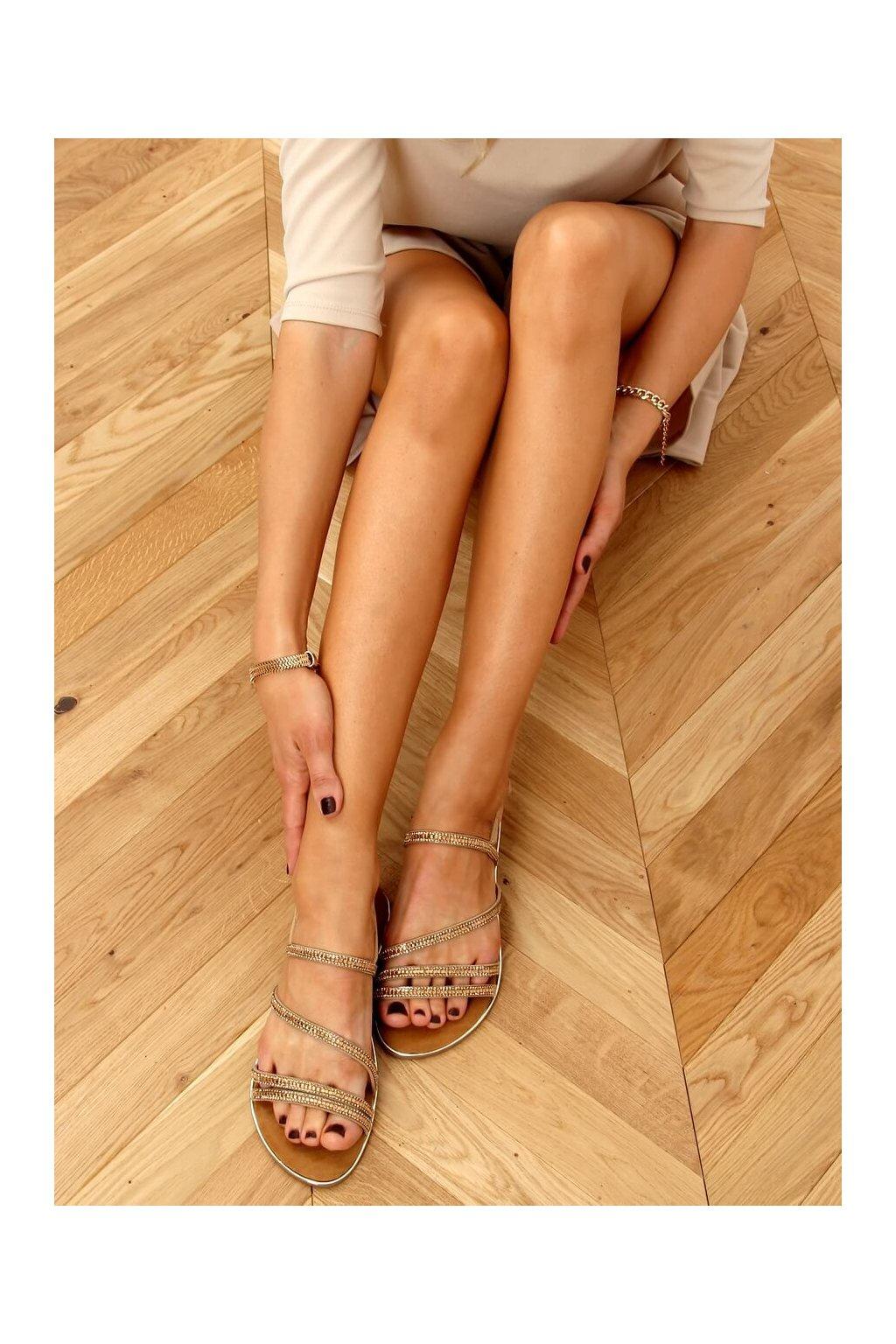 Dámske sandále s plochou podrážkou zlaté na plochom podpätku SM0023