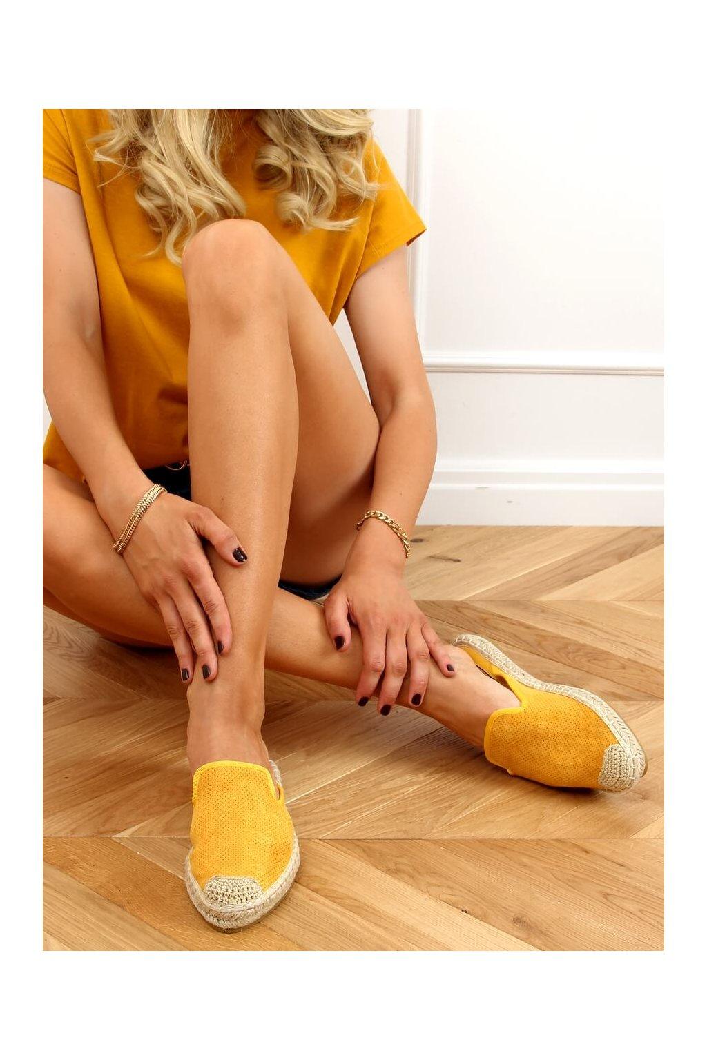 Dámske sandále žlté na plochom podpätku 4821