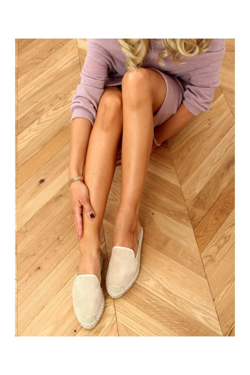 Dámske sandále s plochou podrážkou hnedé na plochom podpätku 4821