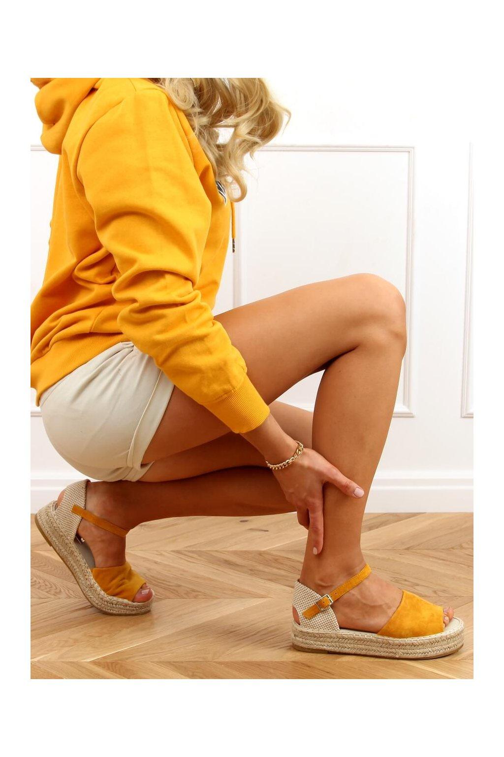 Dámske sandále s plochou podrážkou na platforme žlté A663-ESP-1