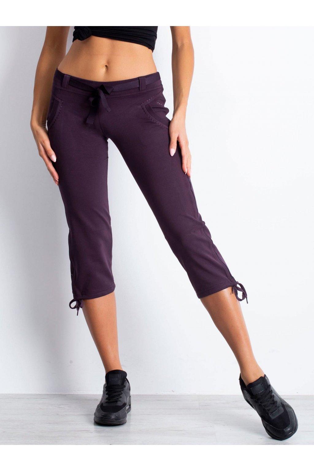 Tmavo fialové capri tepláky nad kolená . kód 10-1131-TI