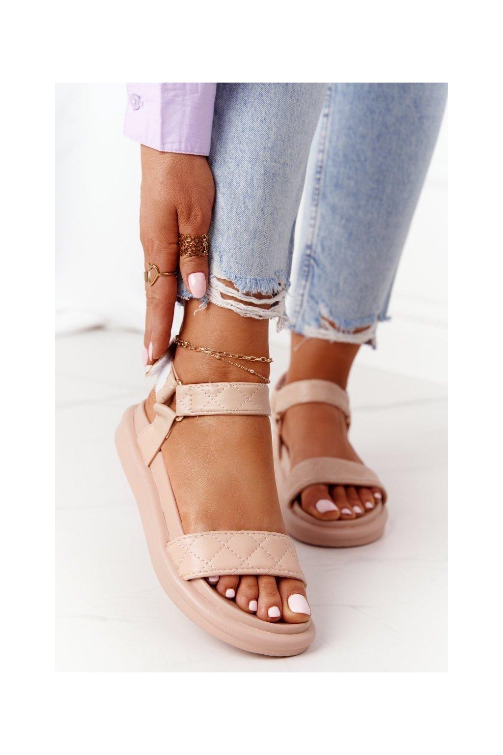 Dámske sandále s plochou podrážkou farba hnedá kód obuvi CK197 BEIGE