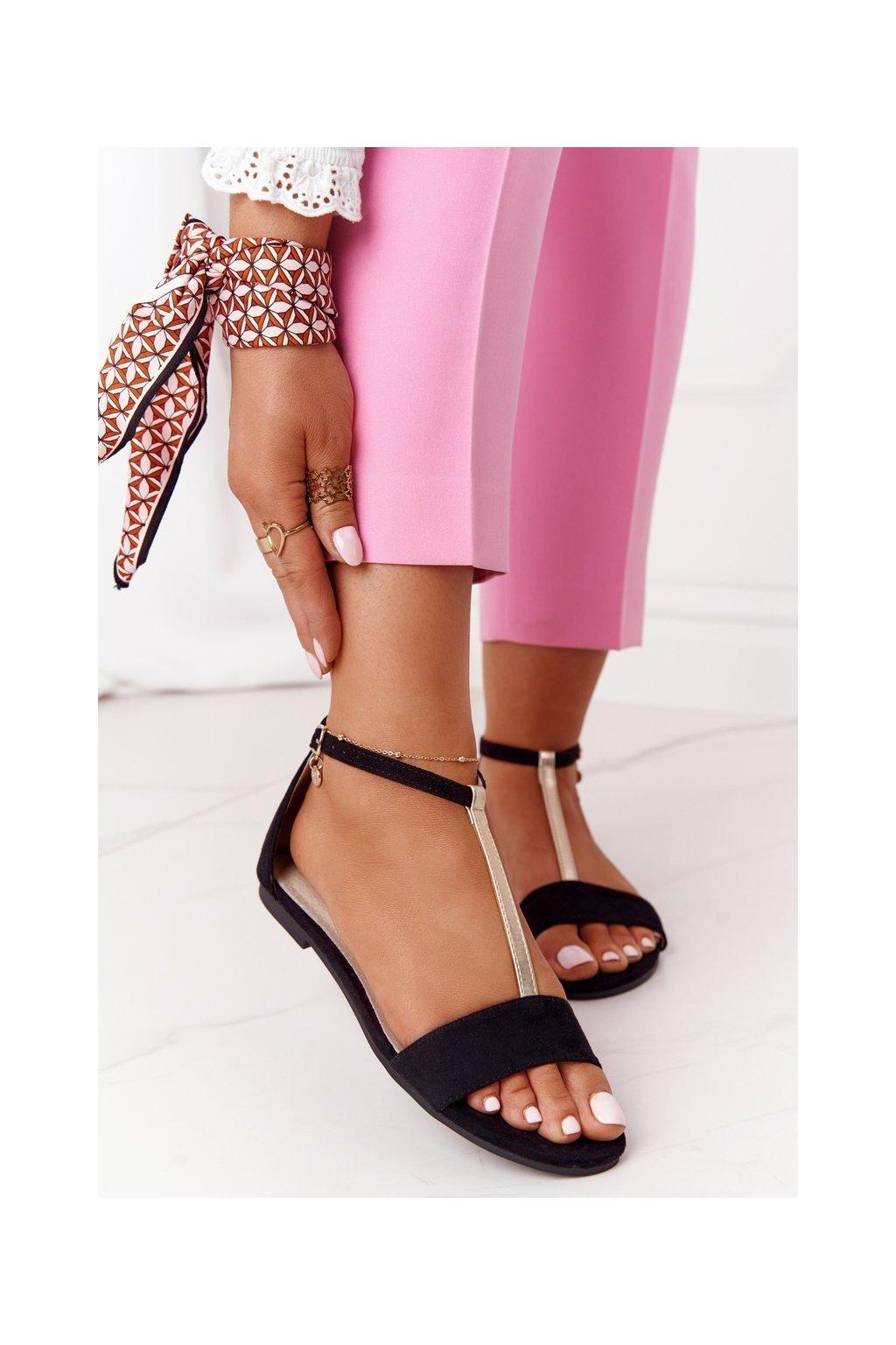 Dámske sandále s plochou podrážkou farba čierna kód obuvi 541-7 BLACK