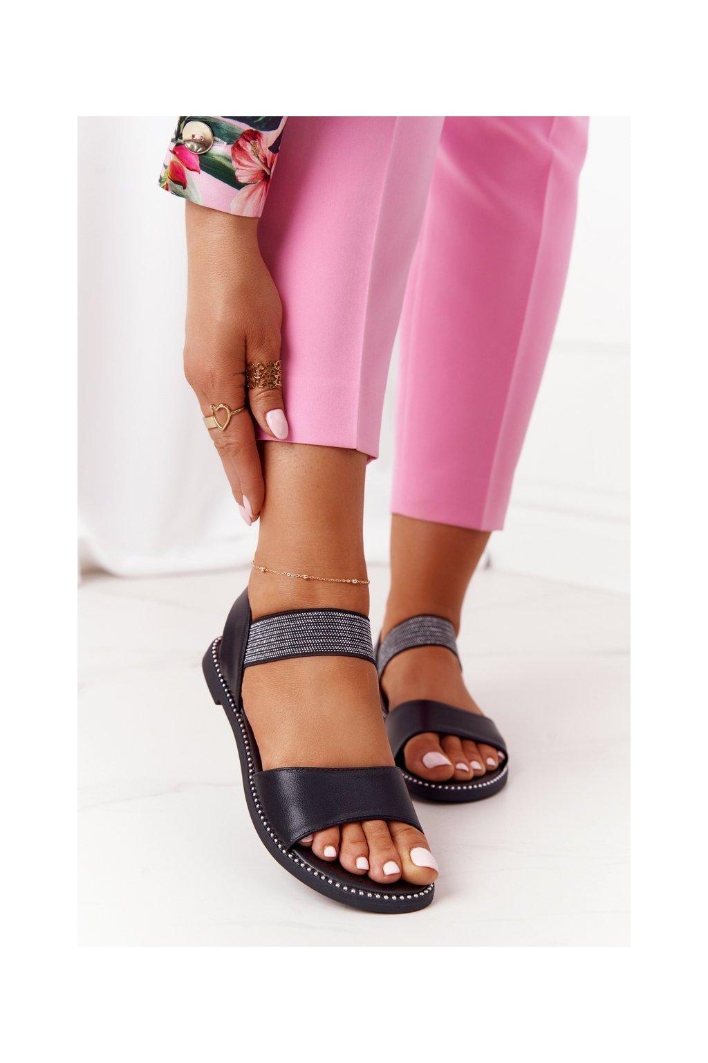 Dámske sandále s plochou podrážkou farba čierna kód obuvi 934-19 BLACK
