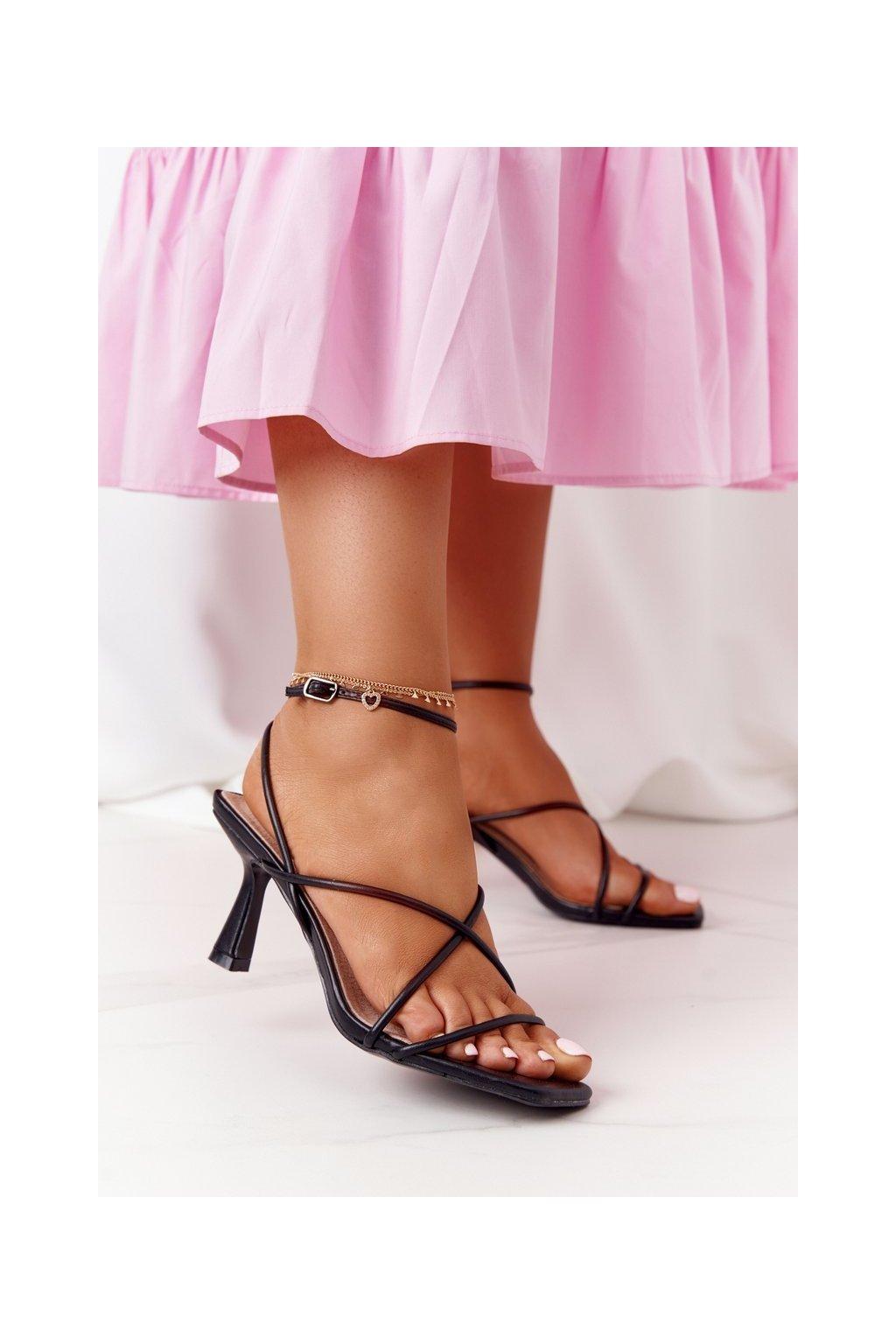 Dámske sandále na podpätku farba čierna kód obuvi C420-11 BLACK