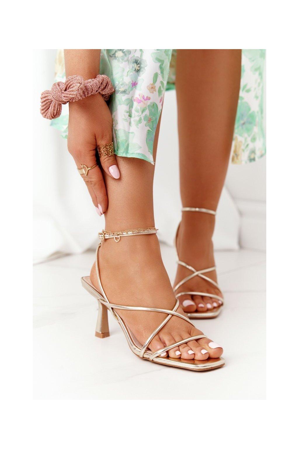 Dámske sandále na podpätku farba žltá kód obuvi C420-11 GOLD