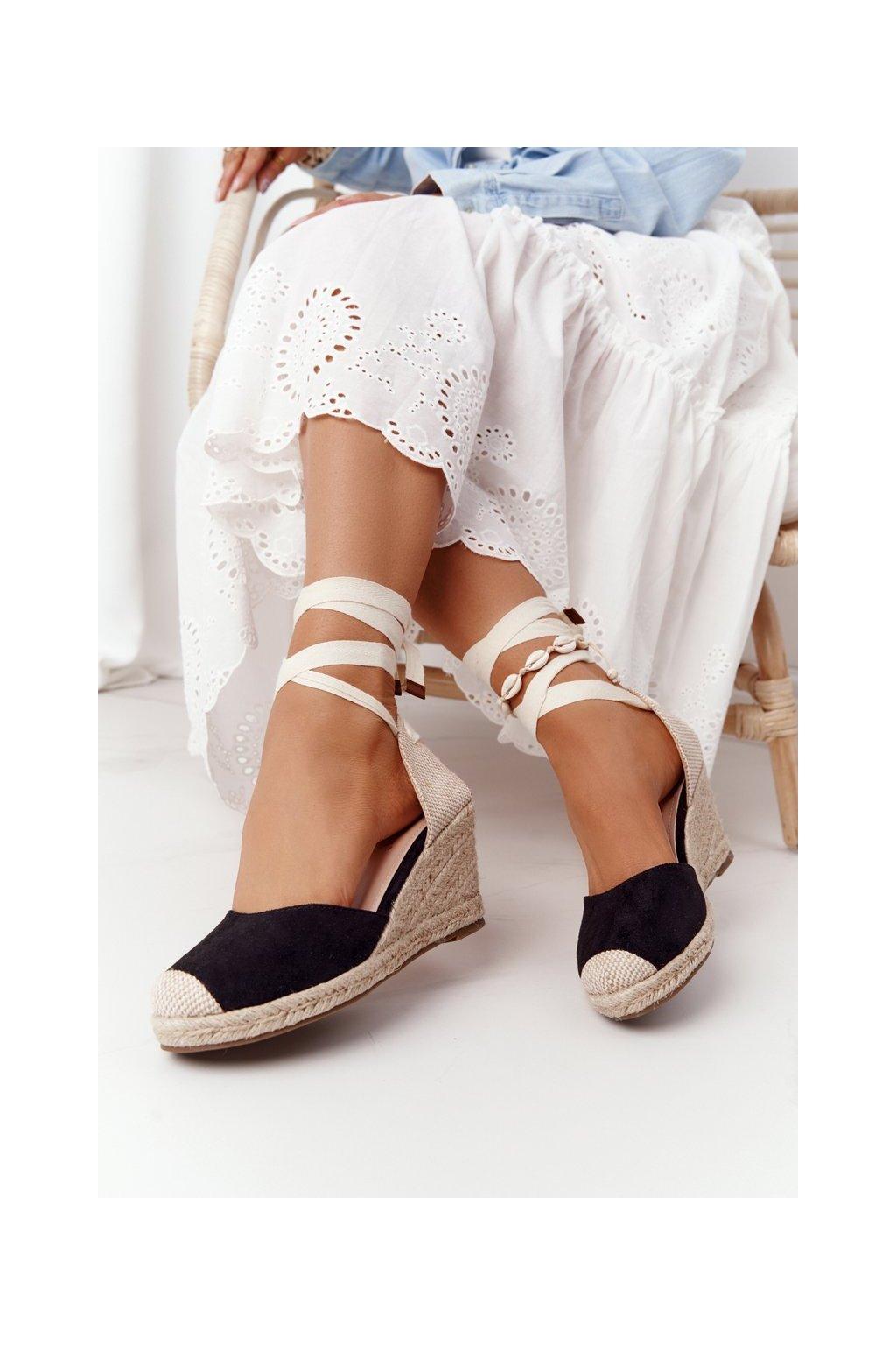 Dámske sandále na platforme farba čierna kód obuvi 77-201 BLACK