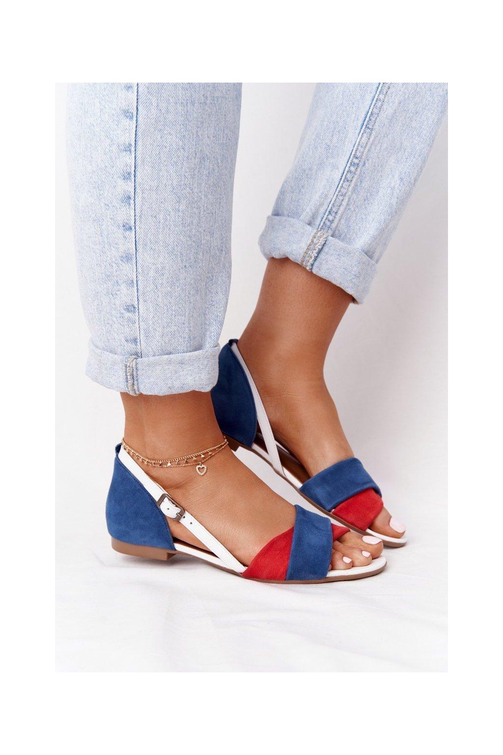 Dámske sandále s plochou podrážkou farba modrá kód obuvi 04614-17/00-5 GRANAT, CZERWONY