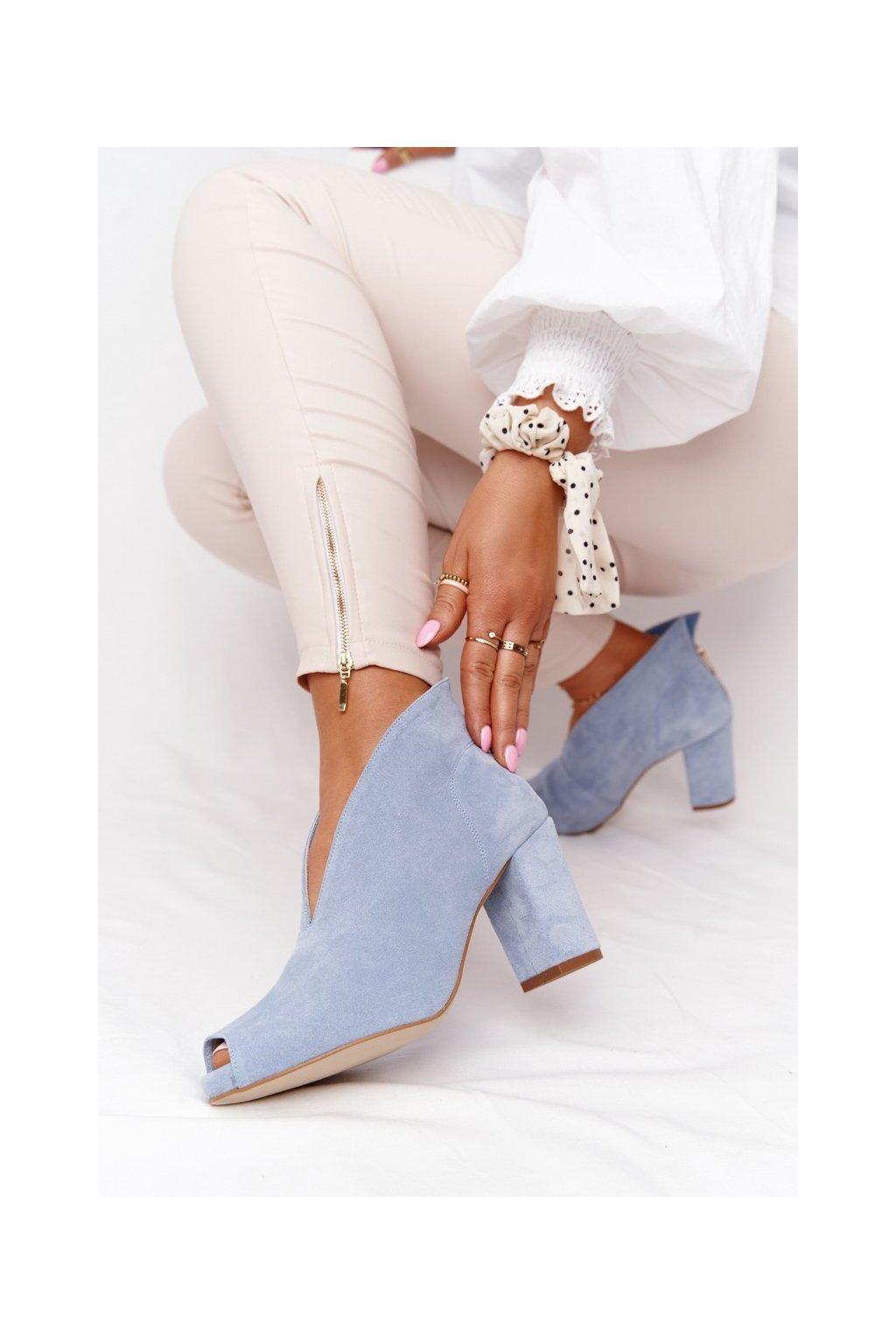 Členkové topánky na podpätku farba modrá kód obuvi 1243 BLUE.WELUR