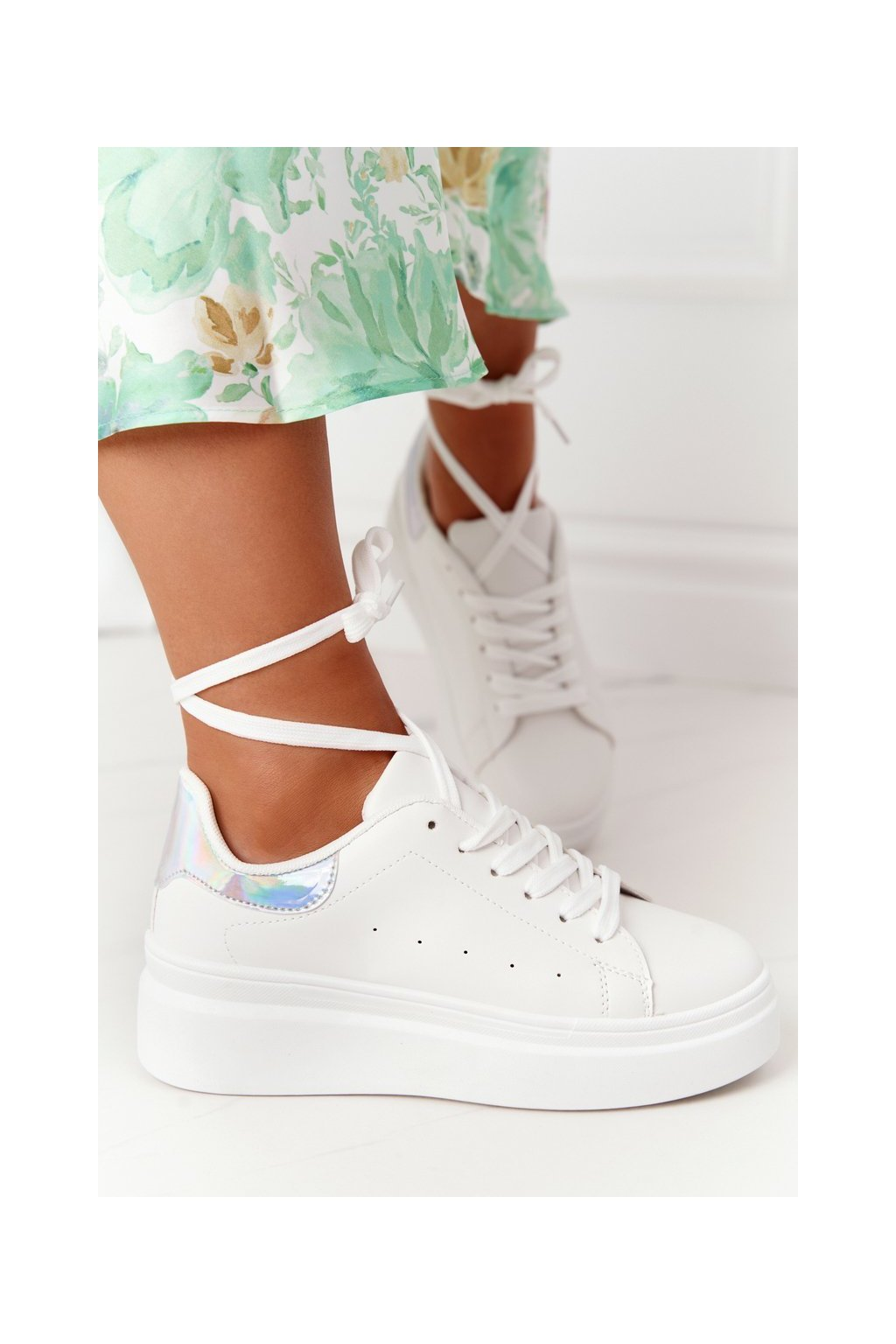 Dámske tenisky farba biela kód obuvi LA36 WHITE/SILVER