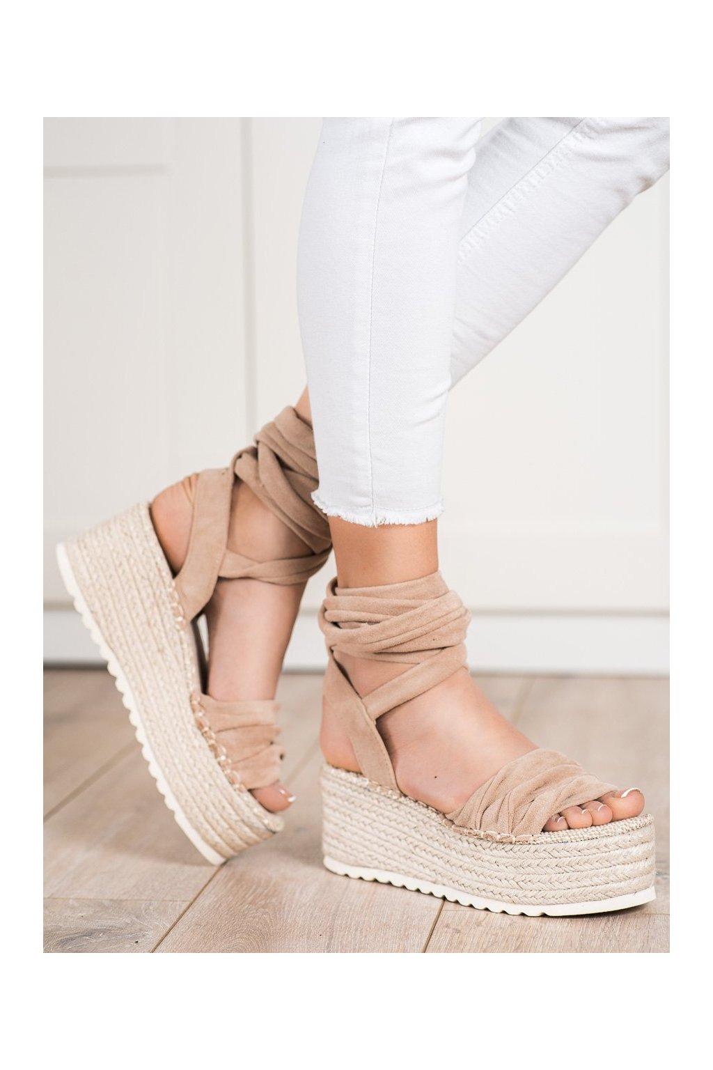 Hnedé sandále na platforme Shelovet kod BL262BE