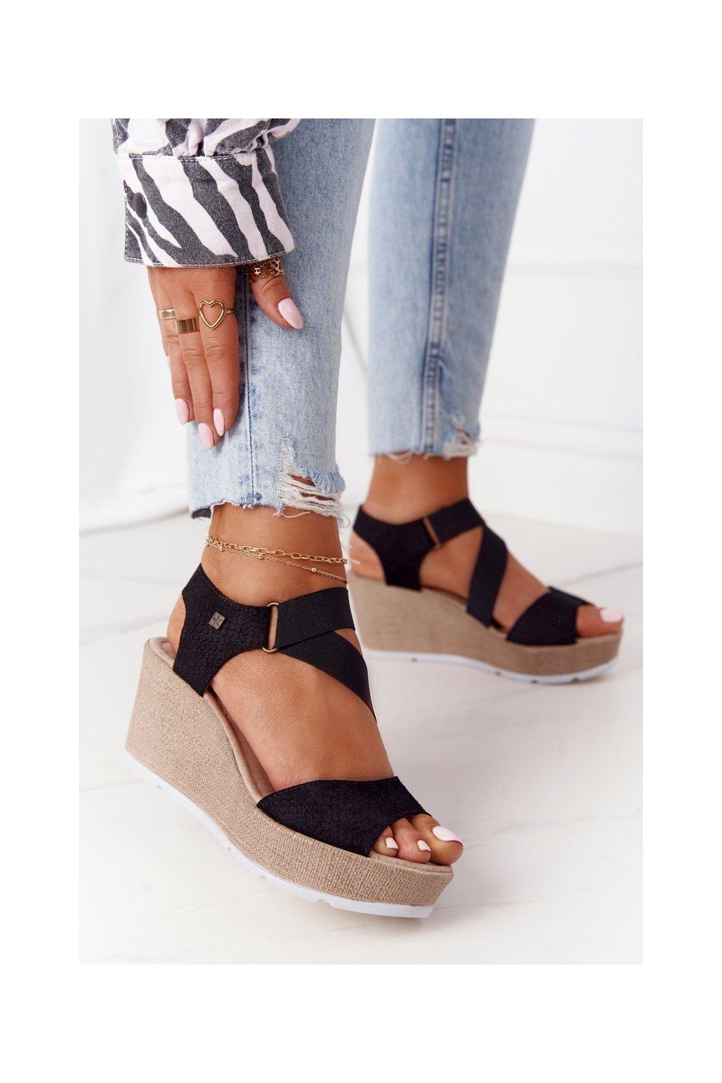 Dámske sandále na platforme farba čierna kód obuvi FF276016 BLACK